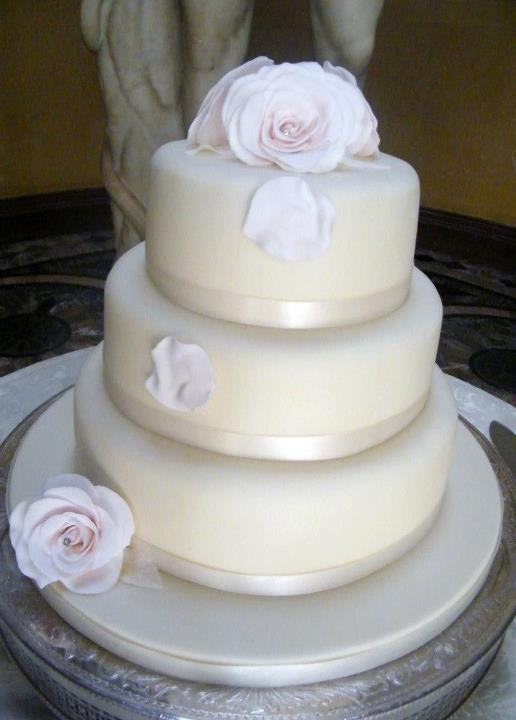 So before deciding if you want cheap wedding cakes ask yourself the